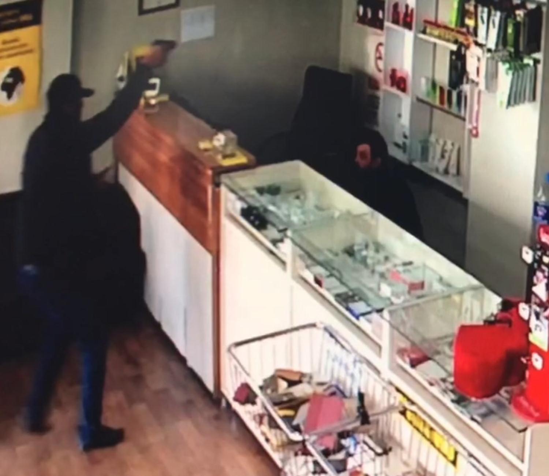 Kameraya yansıyan silahlı soygunun 4 zanlısı yakalandı