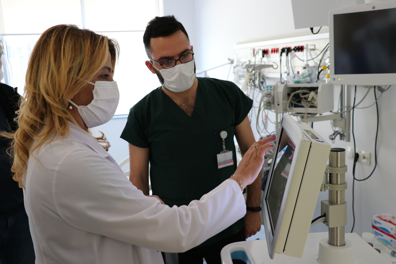 Yerli yoğun bakım solunum cihazı muadillerinden üstün: İlk kullanımda doktorlardan tam not