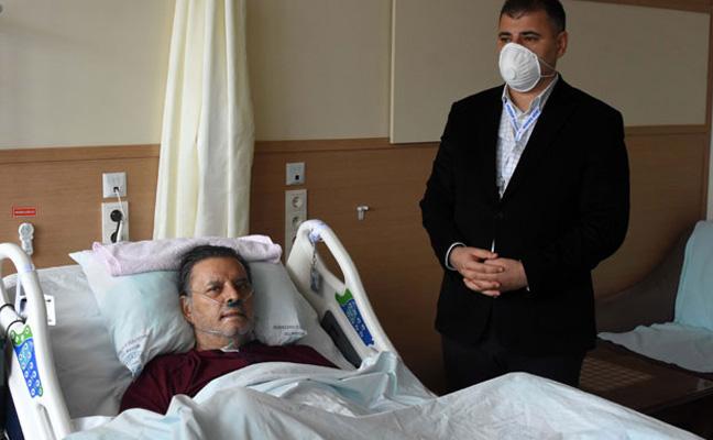 35 gün yoğun bakımda kalan ve koronavirüsü yenen iş insanı Kemal Korkmaz 44 gün sonra taburcu oldu