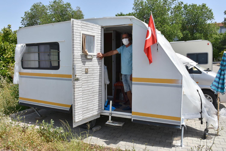 Ev sahibine kızdı, karavanda izole yaşam sürdürüyor