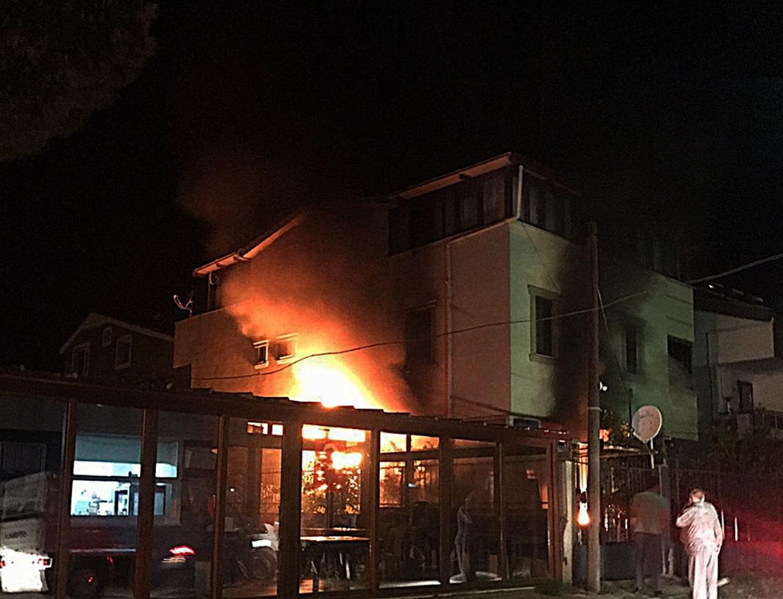 Balıkesir'de güzellik salonu alev alev yandı