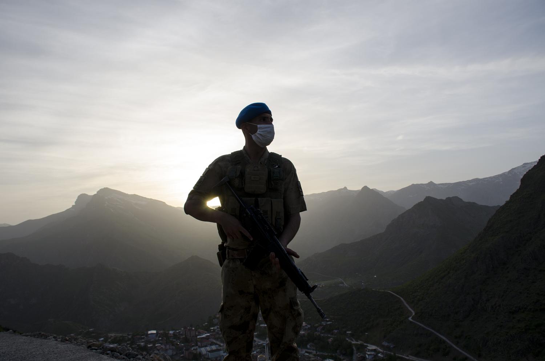 Kato Dağı'nda görev yapan askere moral ziyareti