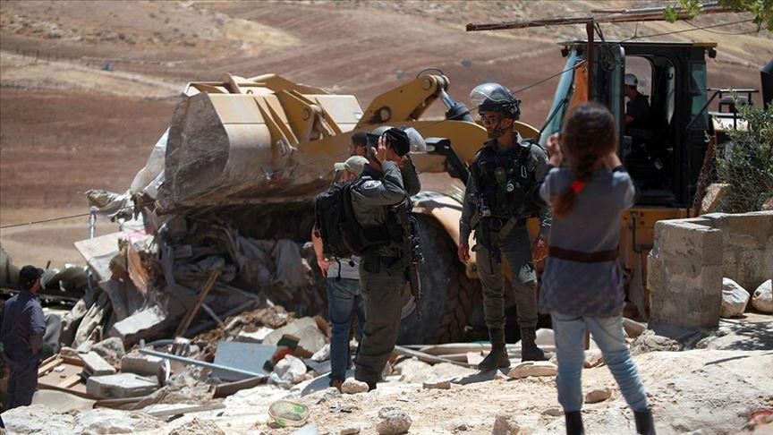 Terör devleti İsrail Kudüs'te 8 çocuklu Filistinli aileyi evsiz bıraktı