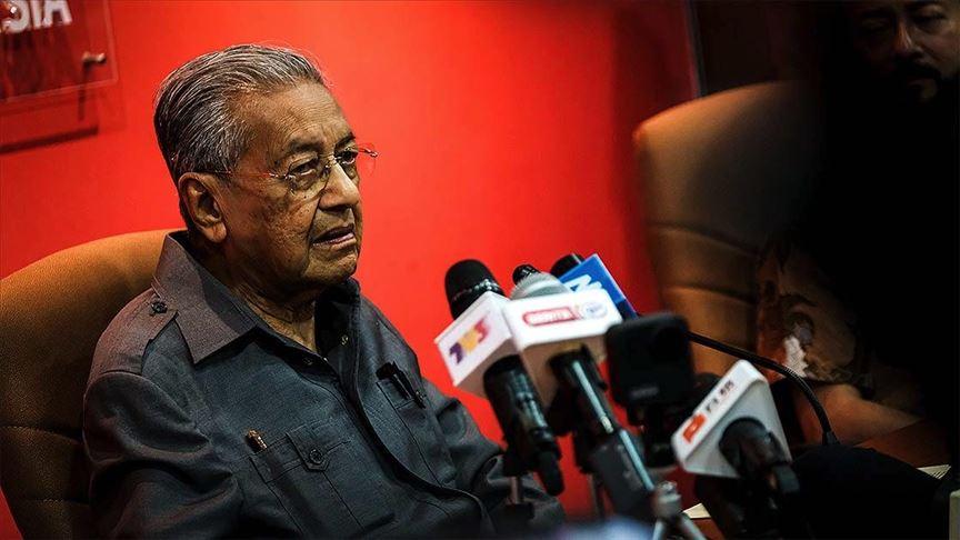 Malezya'da Kovid-19 tehlikesi yatışırken siyasi gündem kızışıyor