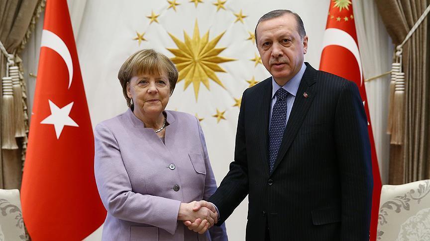 Başkan Erdoğan ve Merkel telefonda görüştü