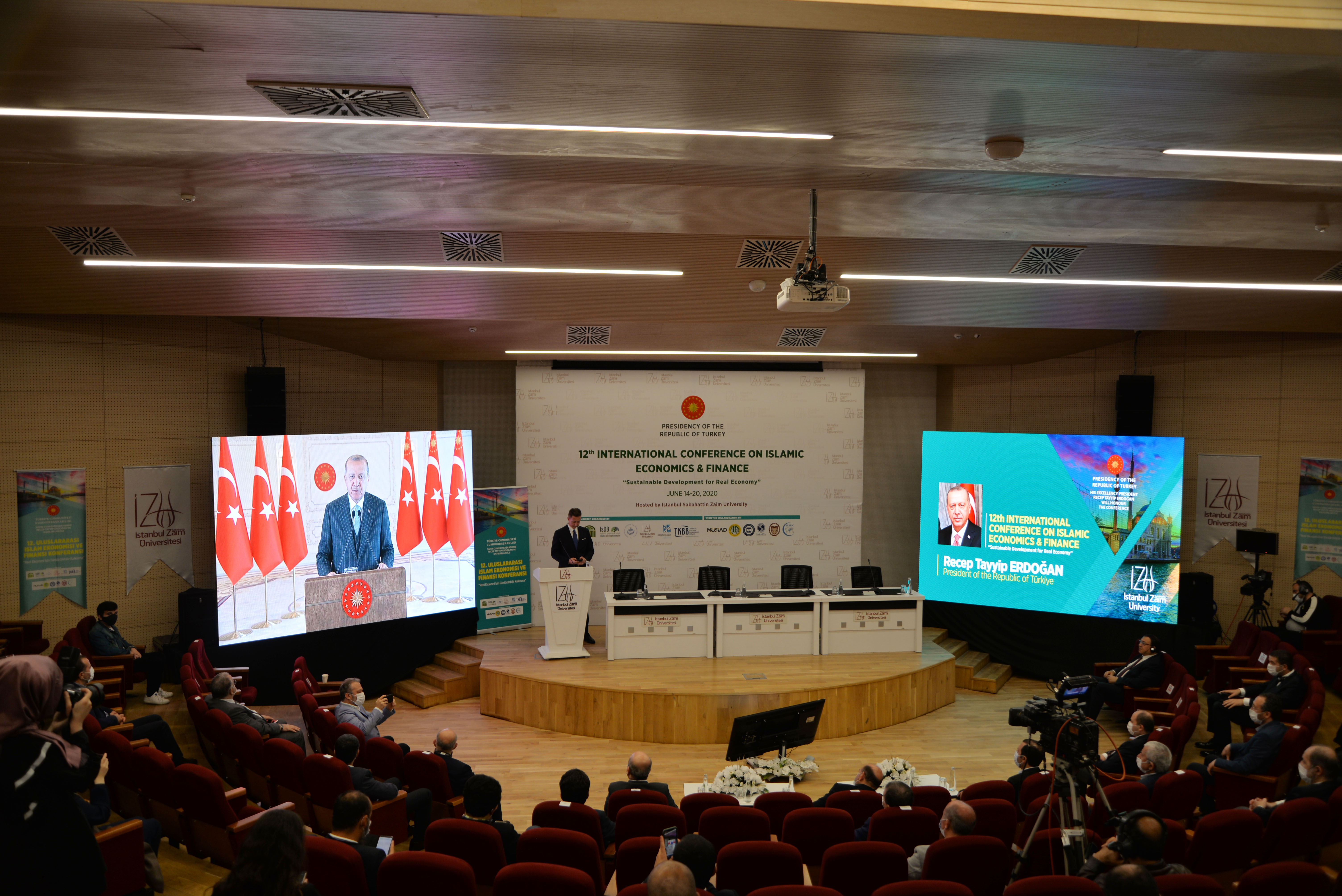 Dünyanın İslam ekonomisi ve finansı temelli model ve sistemlere ihtiyacı var