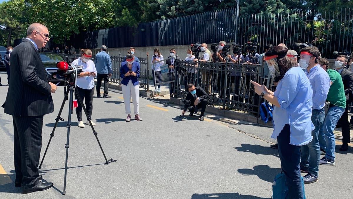 Fahrettin Altun'dan basın mensuplarına teşekkür