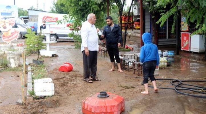 Bitlis'te sağanak ve dolu baskınlara neden oldu
