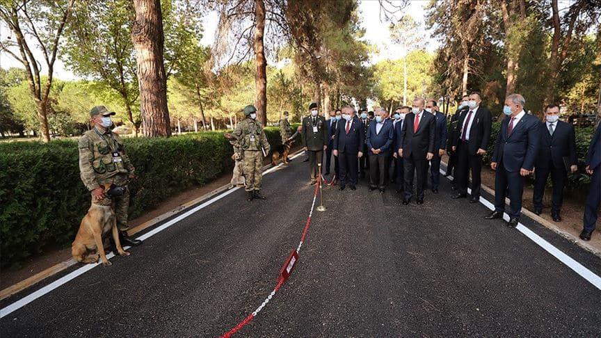 Başkan Erdoğan, Gemlik Askeri Veteriner Okulu ve Eğitim Merkezi Komutanlığını ziyaret etti