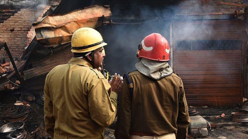 Hindistan'da Kovid-19 hastalarının tedavi gördüğü otelde yangın: 11 ölü