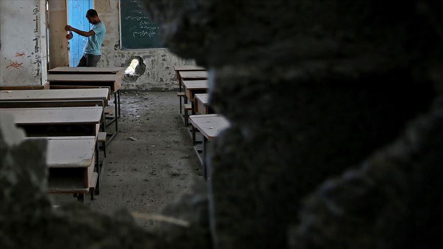 İşgalci İsrail Gazze'de bir okulu havadan vurdu