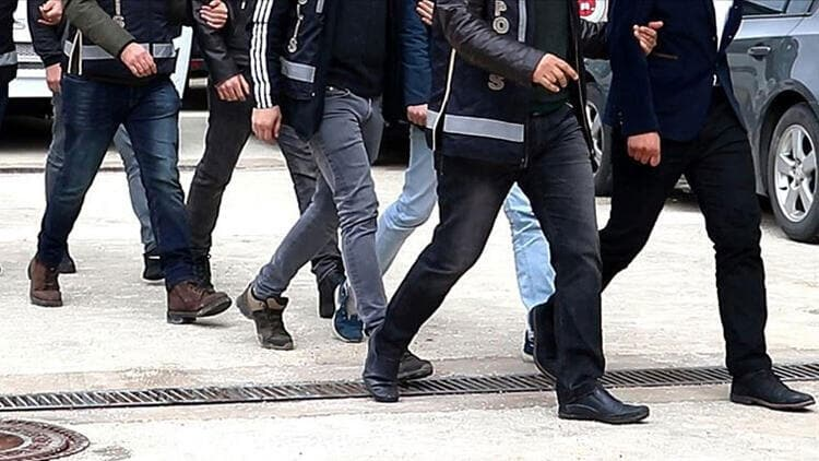 İzmir'de FETÖ operasyonu: 41 gözaltı