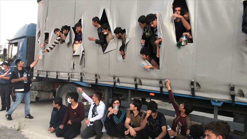 Samsun'da bir tırın dorsesinde çok sayıda düzensiz göçmen yakalandı