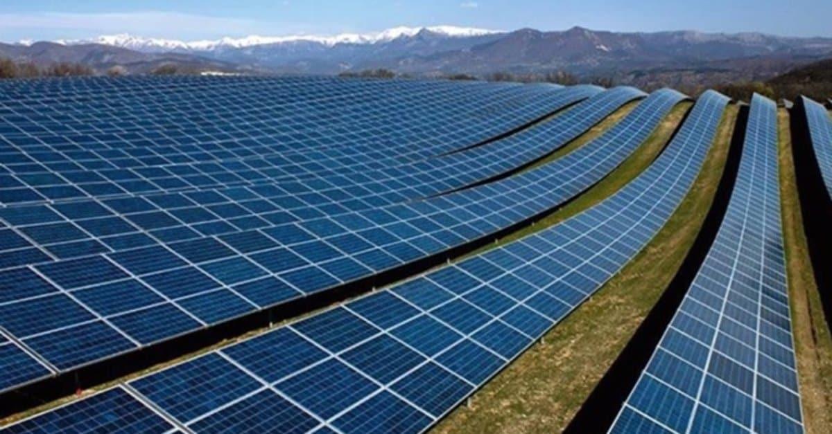 Yerli güneş panelleri üretim bandından iniyor