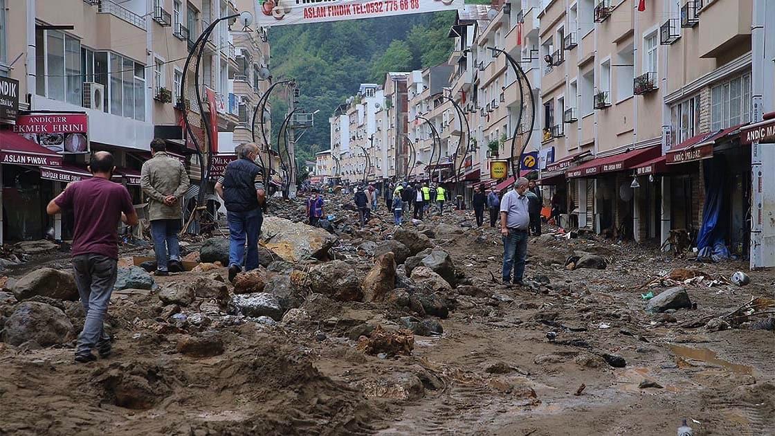 Bakan Pakdemirli: Yağışların Trabzon, Rize ve Artvin'de akşama kadar sürmesini bekliyoruz
