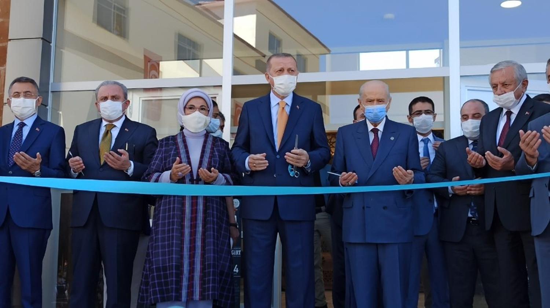 Malazgirt Zaferi'nin 949. yıl dönümü'nde Başkan Erdoğan Bitlis'te