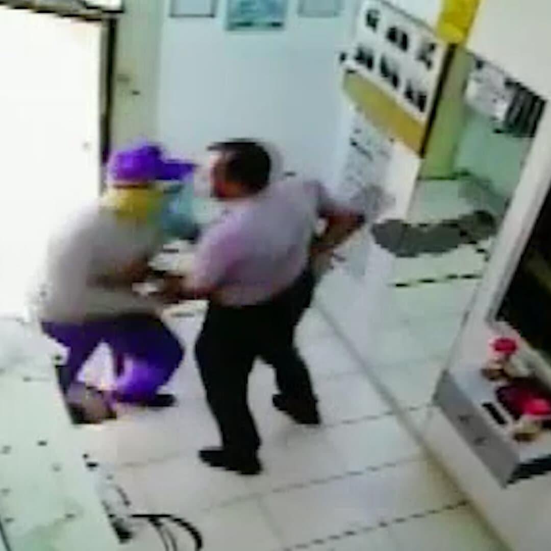 Cesur güvenlikçi silahlı soyguncuları tek başına püskürttü