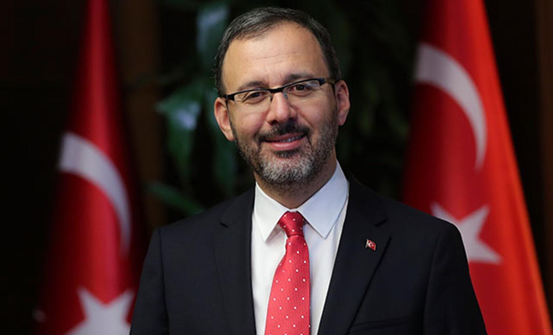 Bakan Kasapoğlu, Bursaspor'un yeni başkanı Erkan Kamat'ı tebrik etti