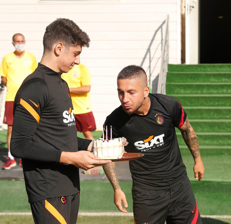 Galatasaray'da Adem Büyük'e doğum günü sürprizi