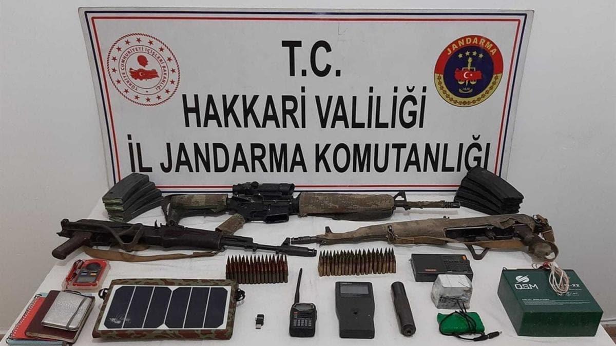 Hakkari'de 2 teröristin etkisiz hale getirildiği bölgede silah ve mühimmat ele geçirildi