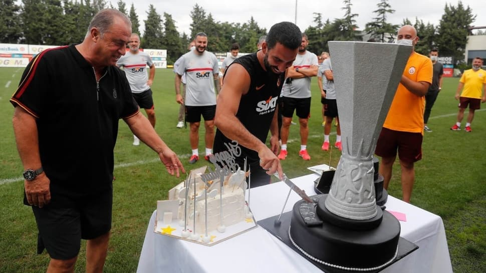 Fatih Terim'e futbolculardan doğum günü sürprizi