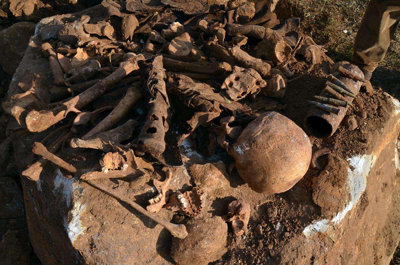 Atık su kanalı kazısında insan kemiği ve mühimmat çıktı