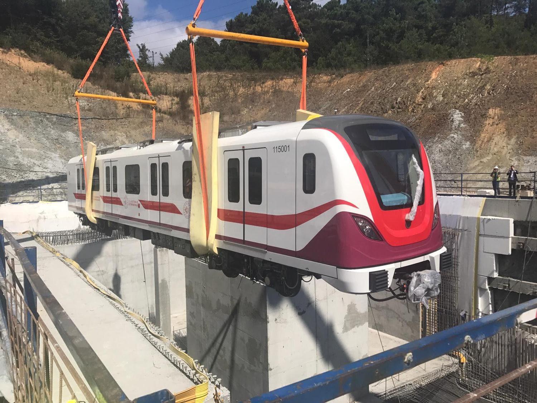İstanbul Havalimanı Metrosu merakla bekleniyordu! İlk tren raylara indi