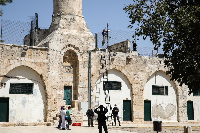 İsrail güçleri Mescid-i Aksa'ya hoparlör yerleştirdi