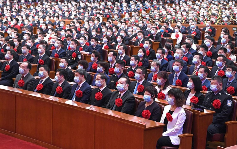 Sosyal mesafe sıfır! Çin'de tepki çeken görüntü