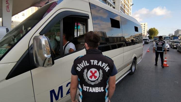 İstanbul'da minibüslerde Kovid-19 denetimi