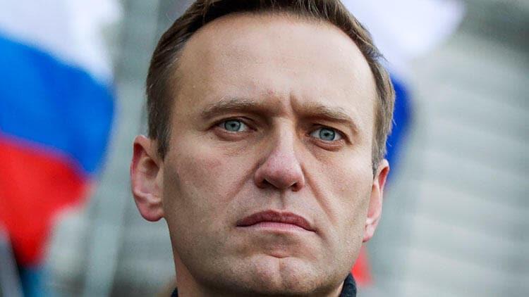 Almanya'dan Navalni açıklaması: Yatağından kalkabiliyor