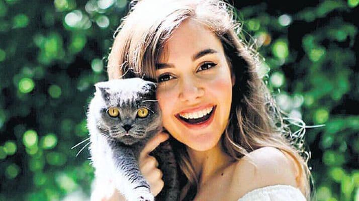 Berfu ve Eser Yenenler'in kedisinin koronavirüs testi pozitif çıktı