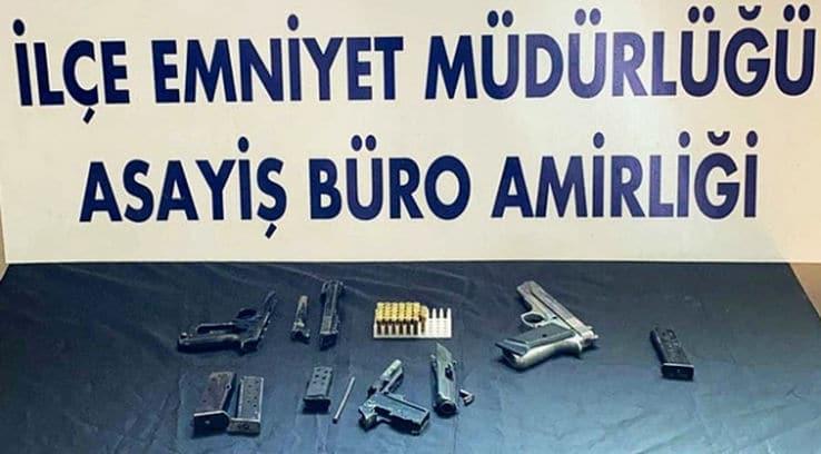 Bitlis'te kapı çerçevesine gizlenmiş tabanca parçaları bulundu