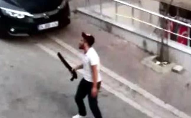 İstanbul Esenyurt'ta bir vatandaş sokak ortasında pompalı tüfekle dehşet saçtı