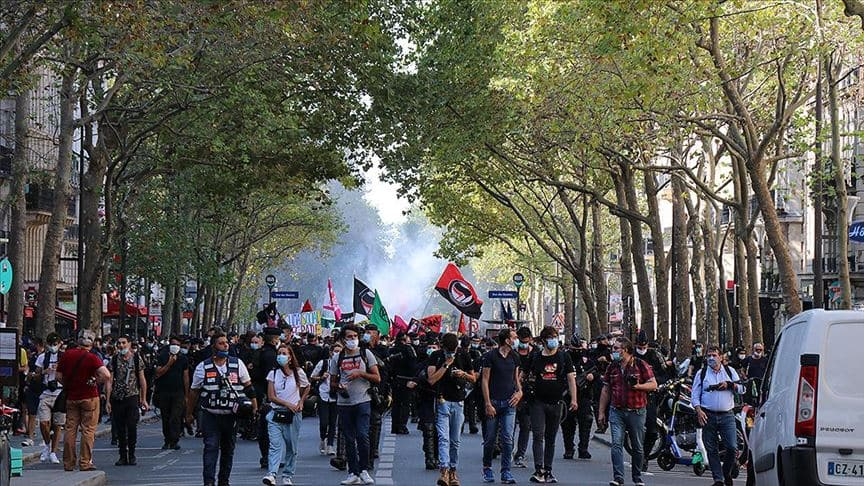 Fransa'da Macron ve hükümet karşıtı protestolar düzenlendi