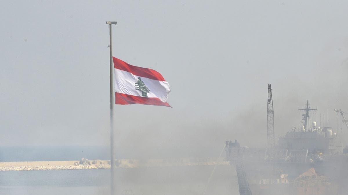 Lübnan'da Hizbullah'a ait silah depolarında büyük patlama
