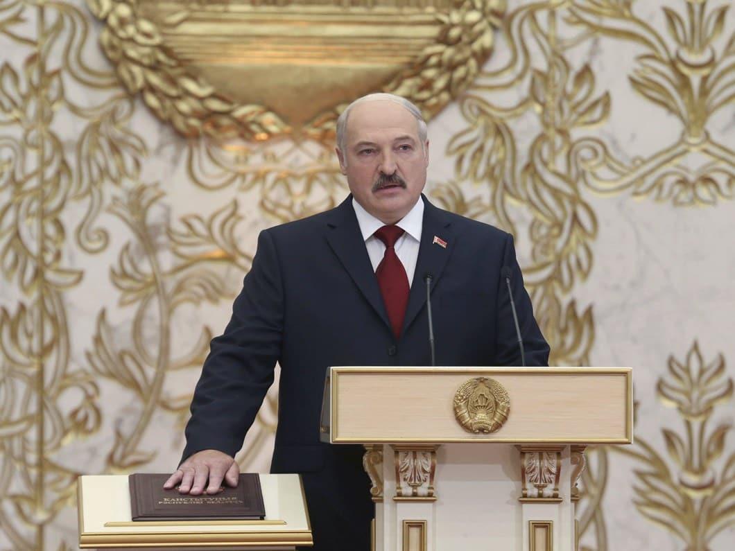 Lukaşenko, yemin töreninde gözdağı verdi! T-160'larla meydan okudu