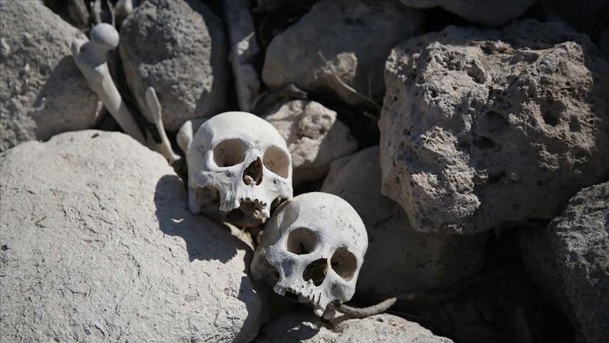 Biga'da suyu boşaltılan göletten kafatasları ve kemikler çıktı