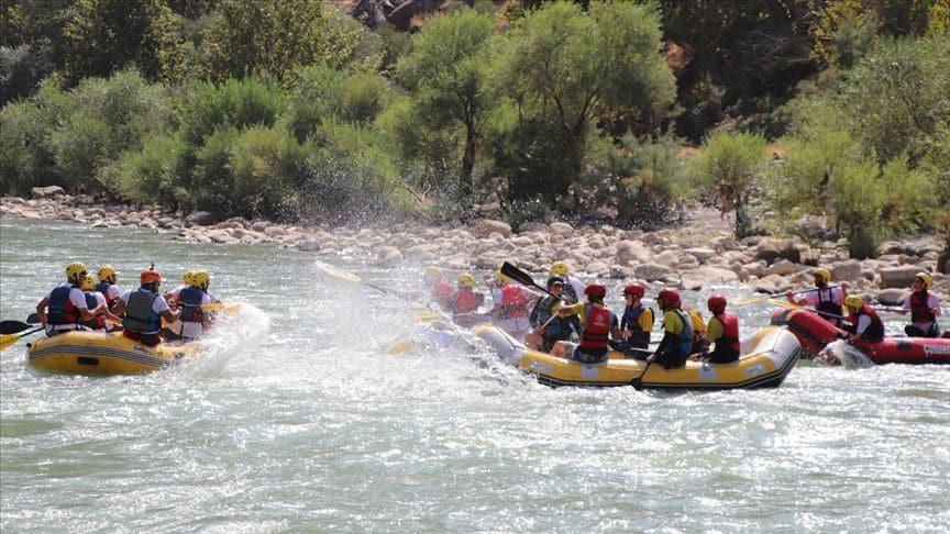 Terörden temizlenen Zap'ta rafting heyecanı