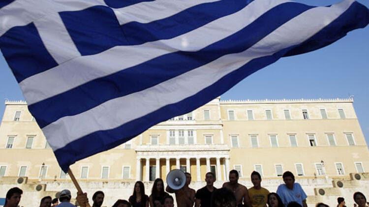 Yunanistan'da Müslümanlar Derneğine çirkin saldırı!