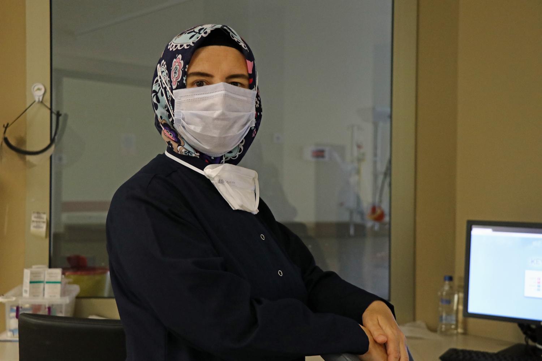 Neslihan hemşire meslek hayatının en zor nöbetini tutuyor