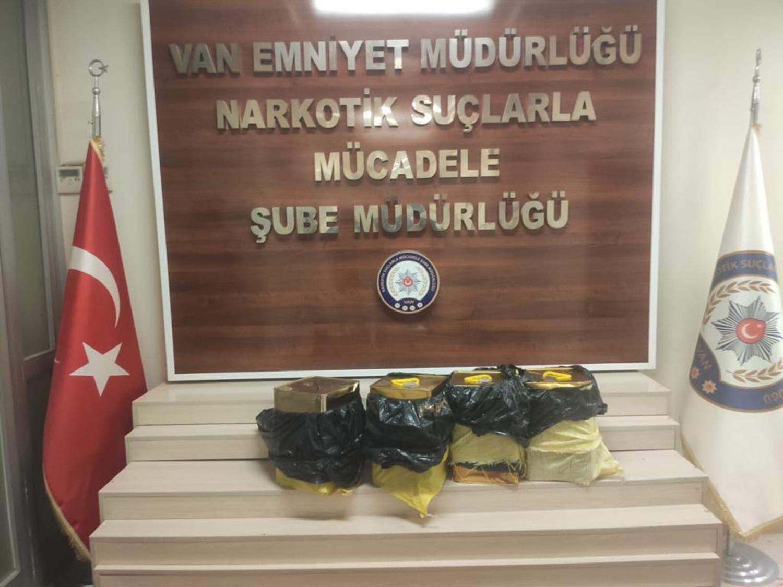 Van'da zehir tacirlerine operasyon! 95 kilo likit eroin yakalandı