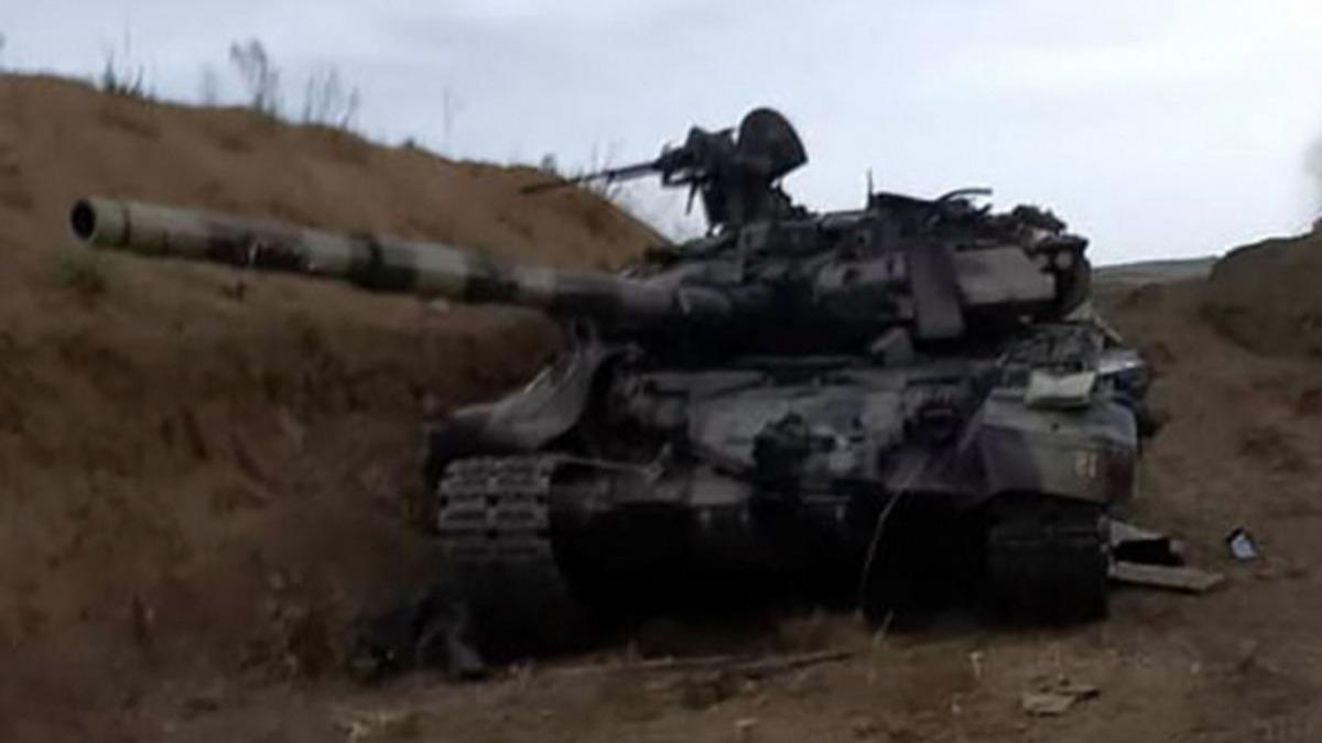 Neye uğradığını şaşırdılar! Ermenistan tanklarını, cepheye ulaşmadan imha etti