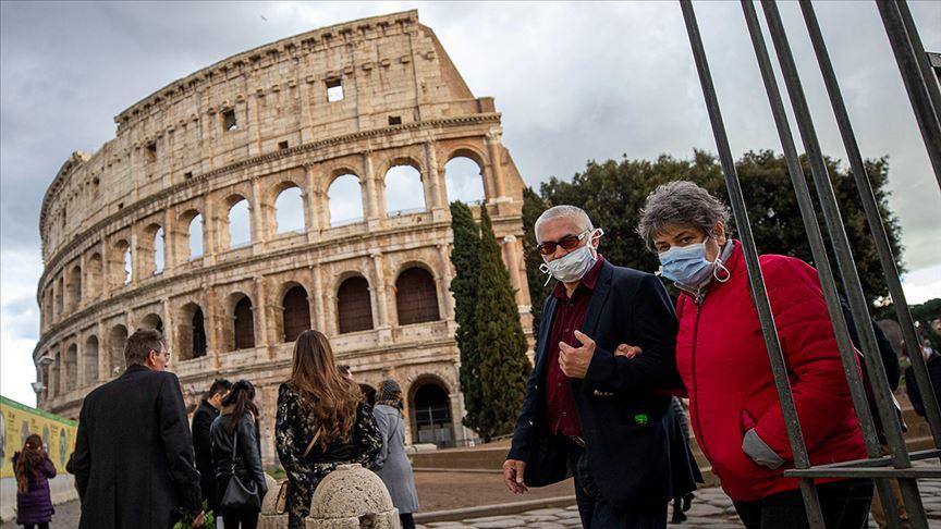 İtalya'da Kovid-19 vakaları artmaya devam ediyor
