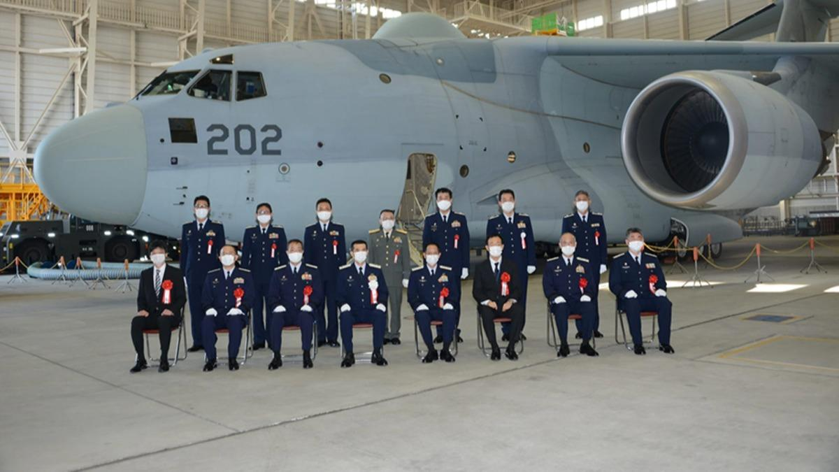 Japonya'da yeni RC-2 keşif uçağı hizmete başladı