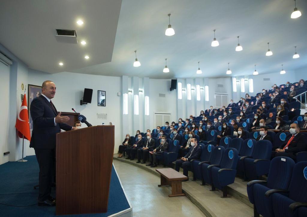 Bakan Çavuşoğlu'ndan genç diplomatlar için 'Hoş geldiniz' paylaşımı