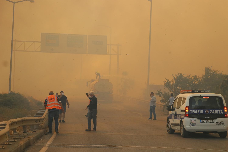 Hatay'da yangın: Yerleşim yerleri tehdit altında