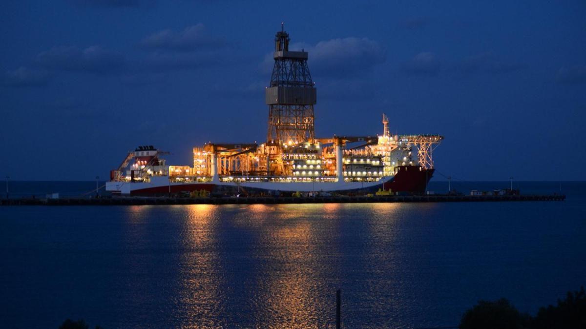 Bakımı tamamlanan Kanuni sondaj gemisi İstanbul'a gelmek üzere yola çıktı