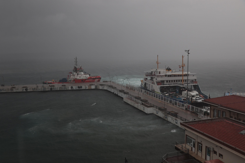 Çanakkale Boğaz'ı transit gemi geçişlerine kapatıldı