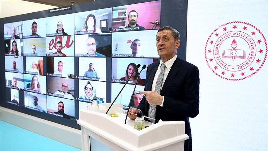 """Bakan Selçuk'tan """"müfredat"""" açıklaması: Bir azalma söz konusu değil"""